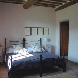 Borghetto Calcinaia: Another of the large bedrooms, casa mandorlo