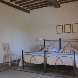 Borghetto Calcinaia: Another of the large double bedrooms, casa mandorlo