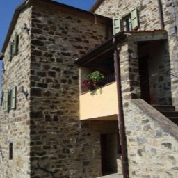 Casa Annabella: The fully restored traditional Tuscan house with loggia, sleeps upto four people, near Sansepolcro, Tuscany