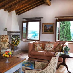 Casa Bella Vista: The lounge area with plenty of natural light and views across the countryside