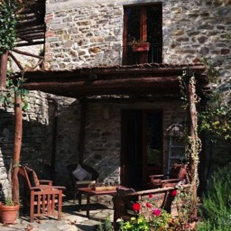 Il Castelletto: The mid terrace, rear garden pergola seating area, another place to enjoy your summer holiday in Tuscany