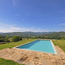La Tinaia: The large shared swimming pool, admiring the stunning views of the Tuscan valley, Anghiari, Tuscany