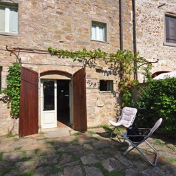 La Tinaia: The self catering home, Anghiari, Tuscany. The outside seating area.