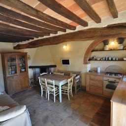 La Tinaia: Full of character, chestnut beams, cotto floors and architectural features