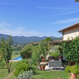 La Tinaia: Looking down from the house across the valley, perfect for those looking to relax in Tuscany