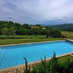 Poggiodoro: A view of the pool with the tuscan contryside below