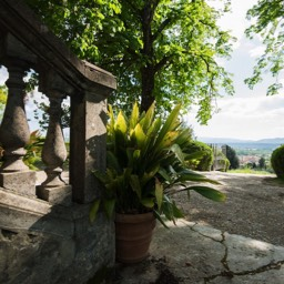 Villa Paradiso: The large grounds of the 16th Century villa
