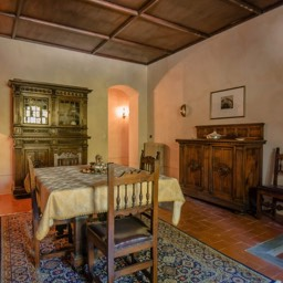 Villa Paradiso: More dining space in the antique villa, Sansepolcro, Tuscany