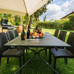 Villa Paradiso: Outside dining, perfect for your holiday in Tuscany